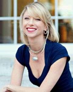 Amy Cuddy controllare gli stati emotivi con le posture aperte